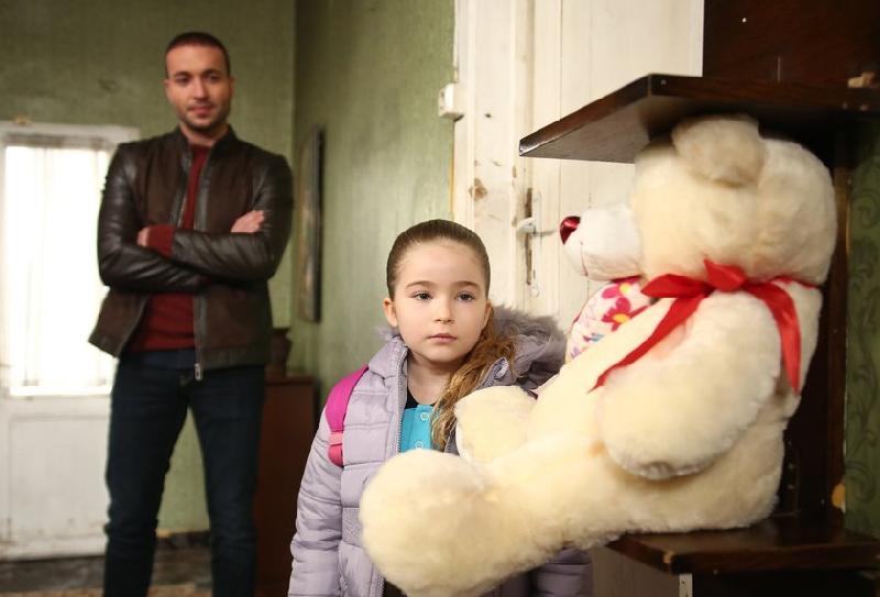 """кадр из 4-й серии """"Мой папа герой"""""""