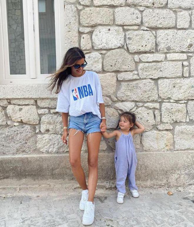 Селин Ягджиоглу с дочкой